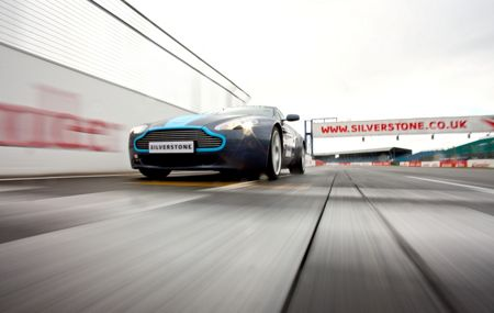 Buyagift Aston martin vs ferrari driving thrill at silvers