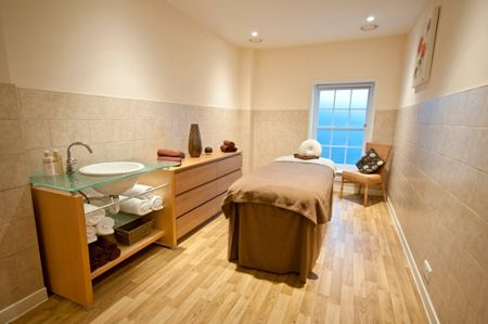 Buyagift Champneys relax day at henlow