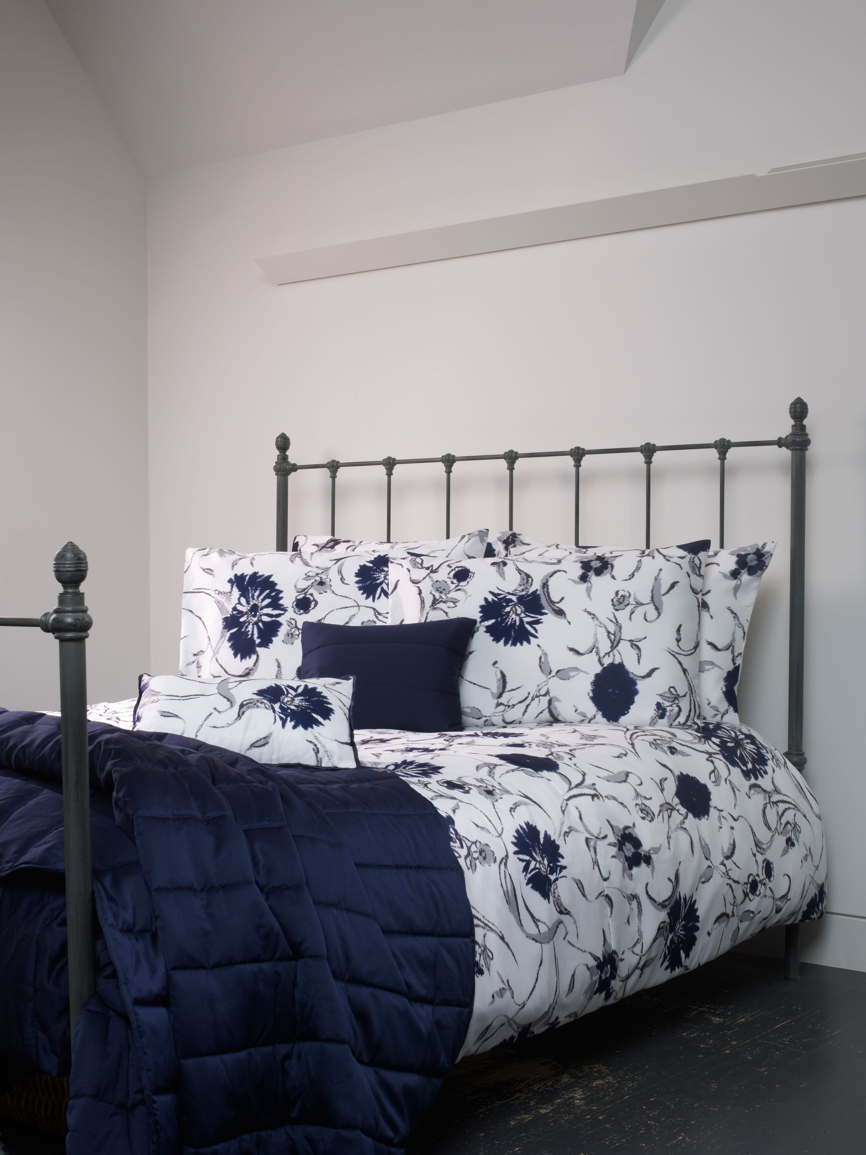 Broadway bed linen in navy