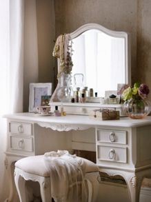 Shabby Chic Primrose bedroom furniture range