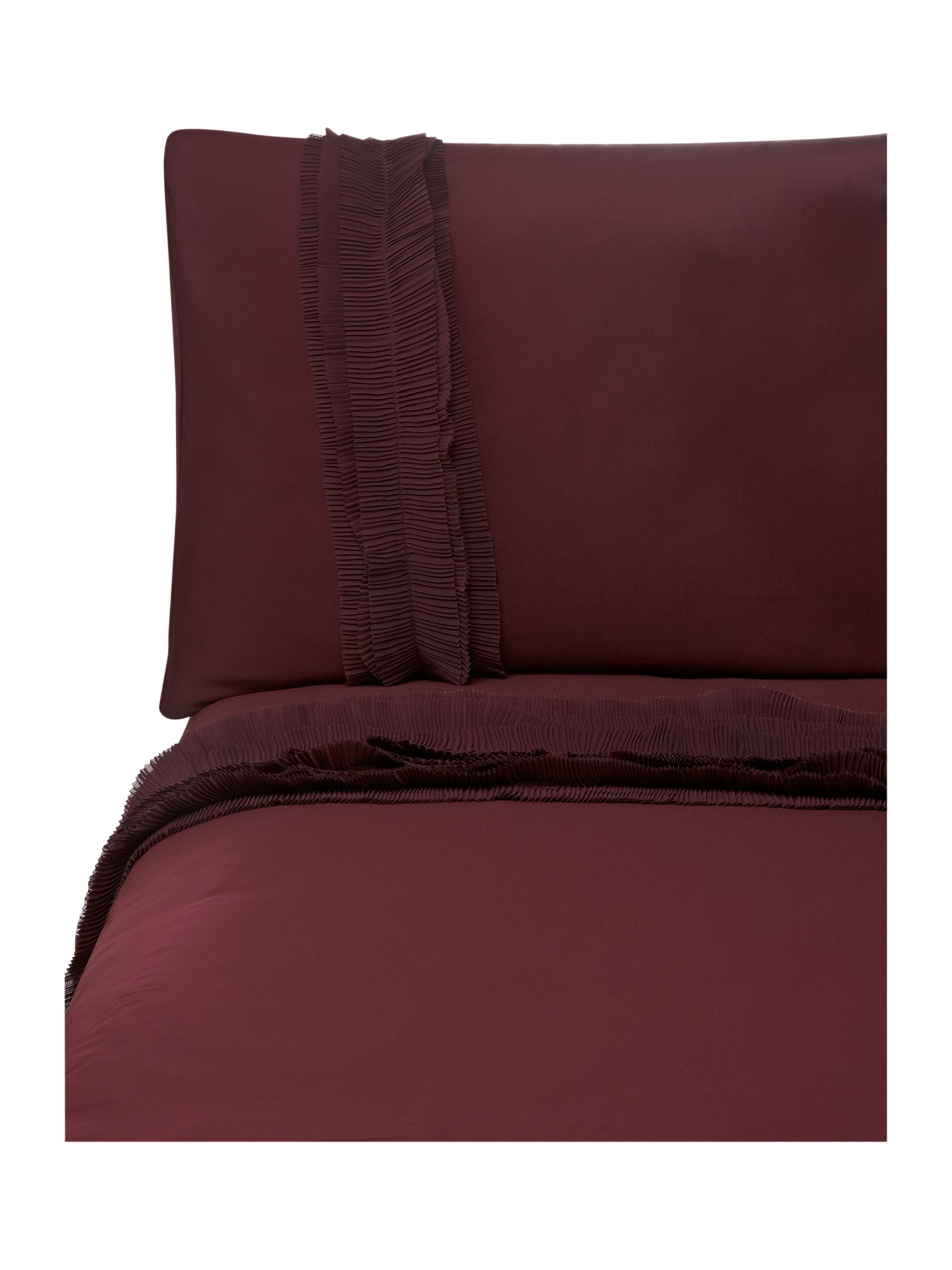 Ruffles bed linen in burgundy