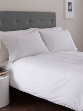 Casa Couture Simplicity bed linen in white