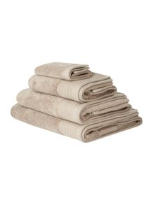 Zero twist bath towels in mushroom