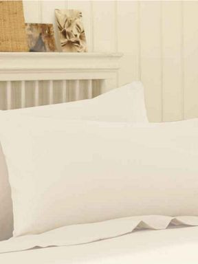 Silent Night Polycotton sheeting in oyster