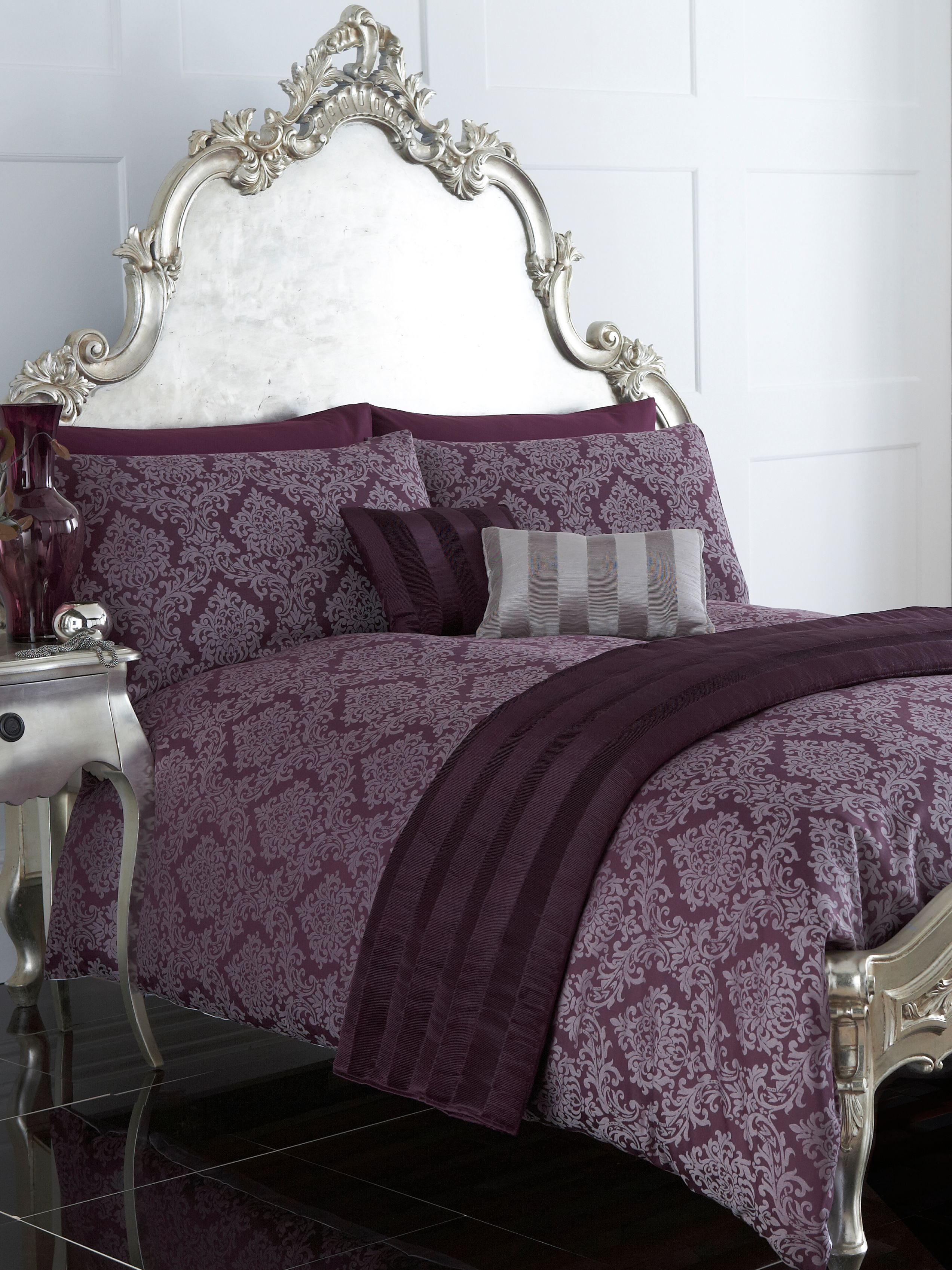 Damask jacquard bed linen in purple