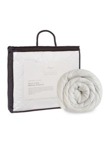 Luxury Hotel Collection Touch of silk mattress protectors