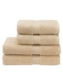 Plush towels in fawn