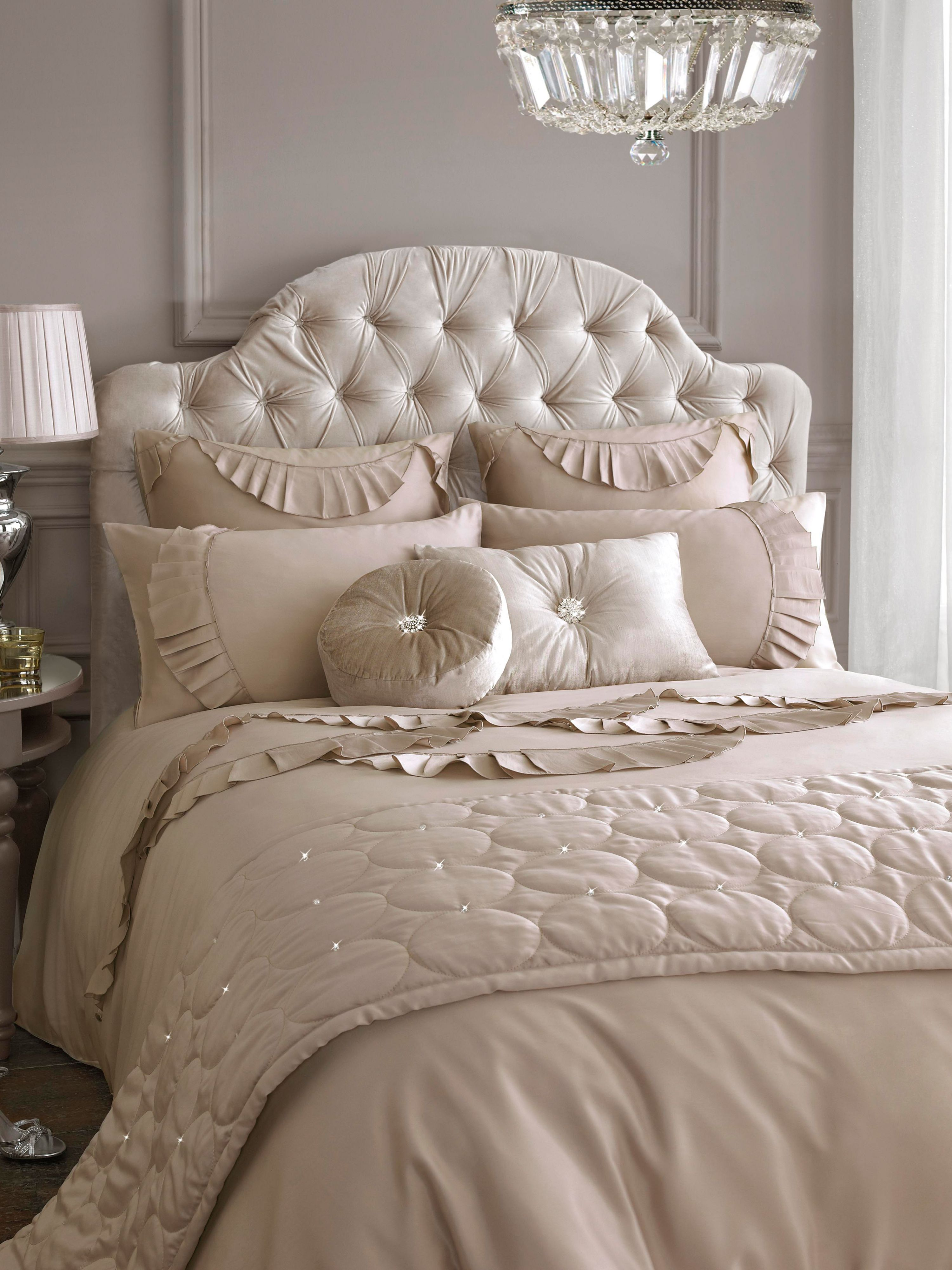 Evangeline superking duvet cover in beige