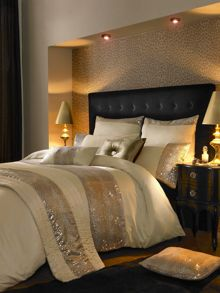 Leopard bed linen in ivory
