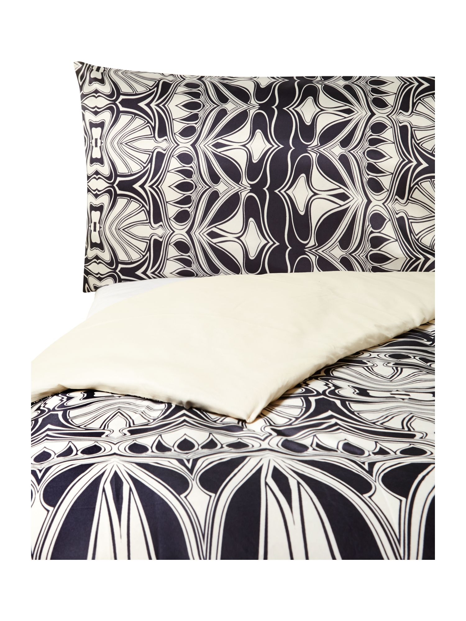 Nouveau bed linen in black and ivory
