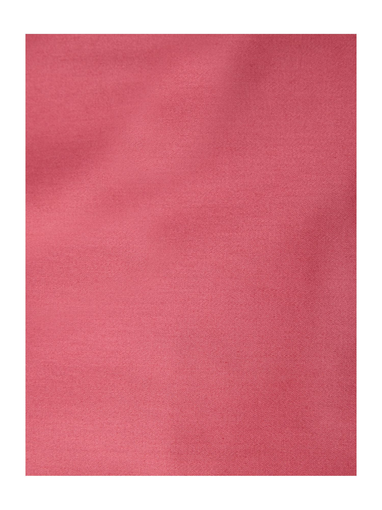 Plain dye bed linen in magenta