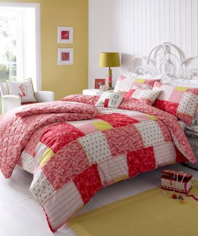 Kirstie Allsopp Luella strawberry bed linen