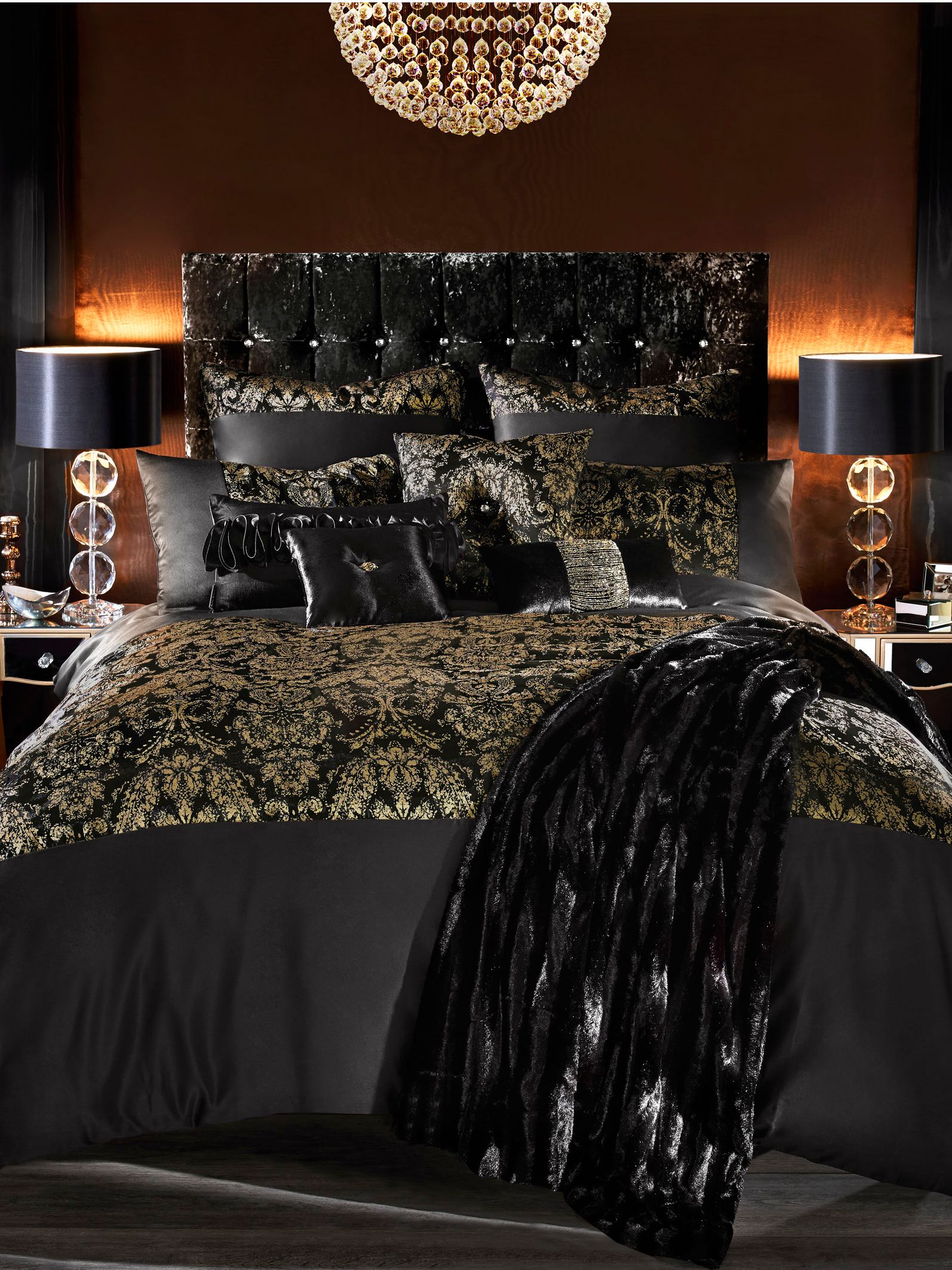 Alondra king duvet cover in black and gold