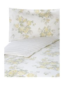 Shabby Chic Floral cluster bed linen