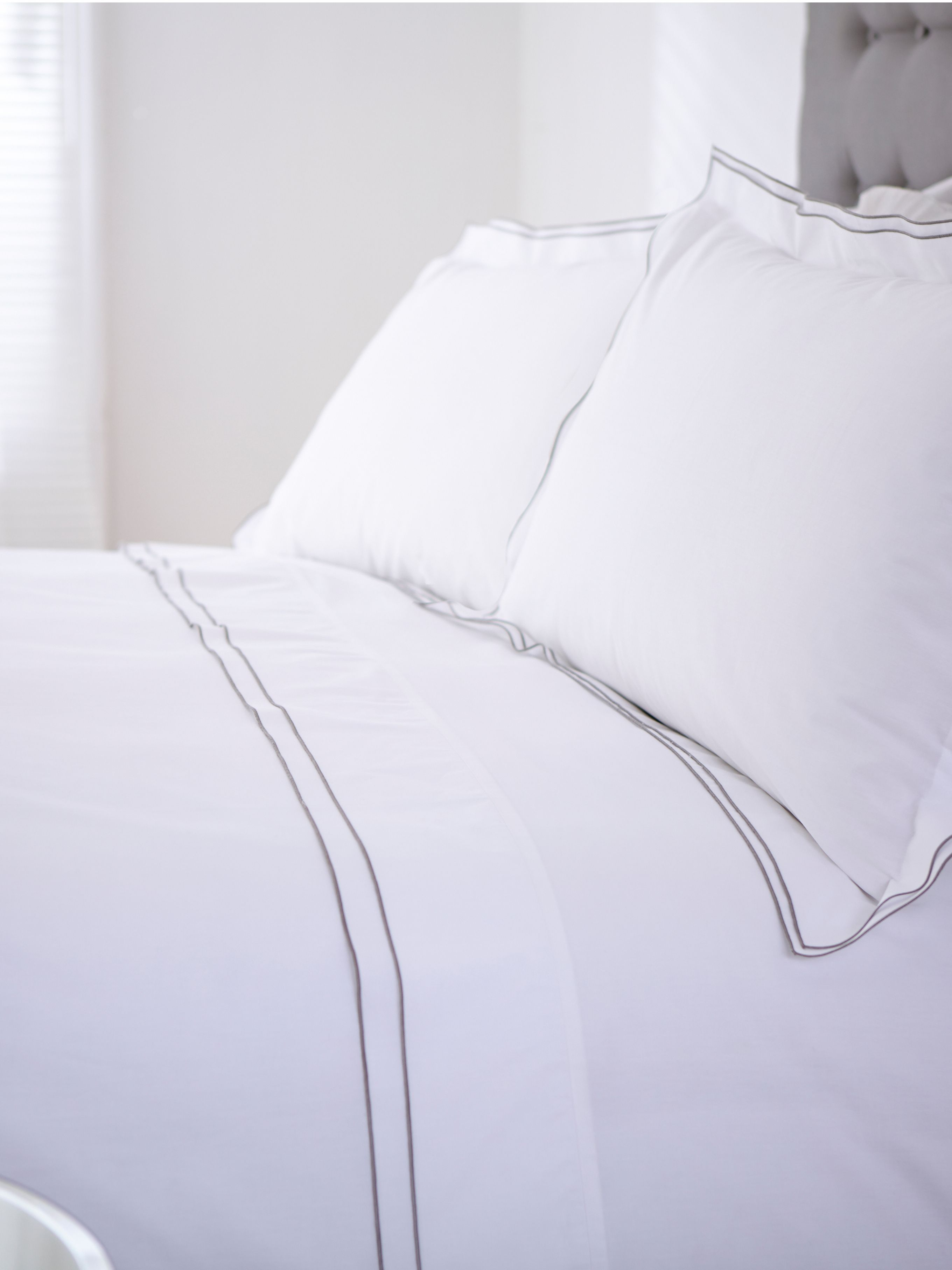 Greenwich white super king duvet cover