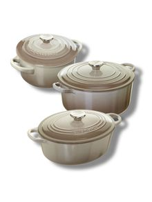 Cast Iron cookware in Nutmeg