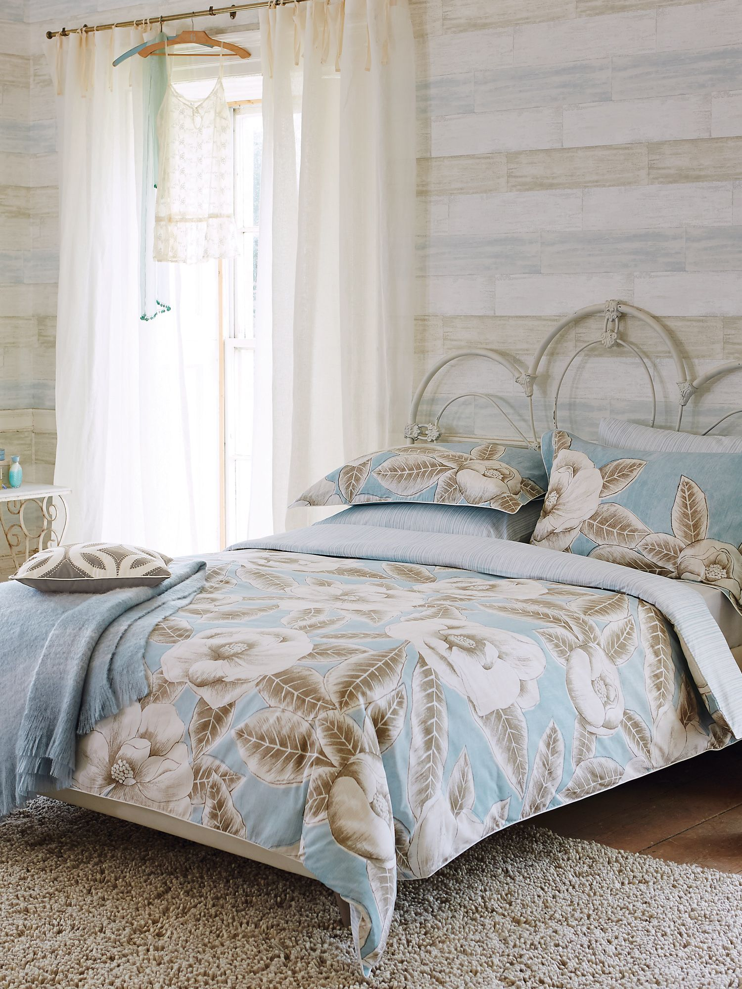 Floria bed linen in cornflower