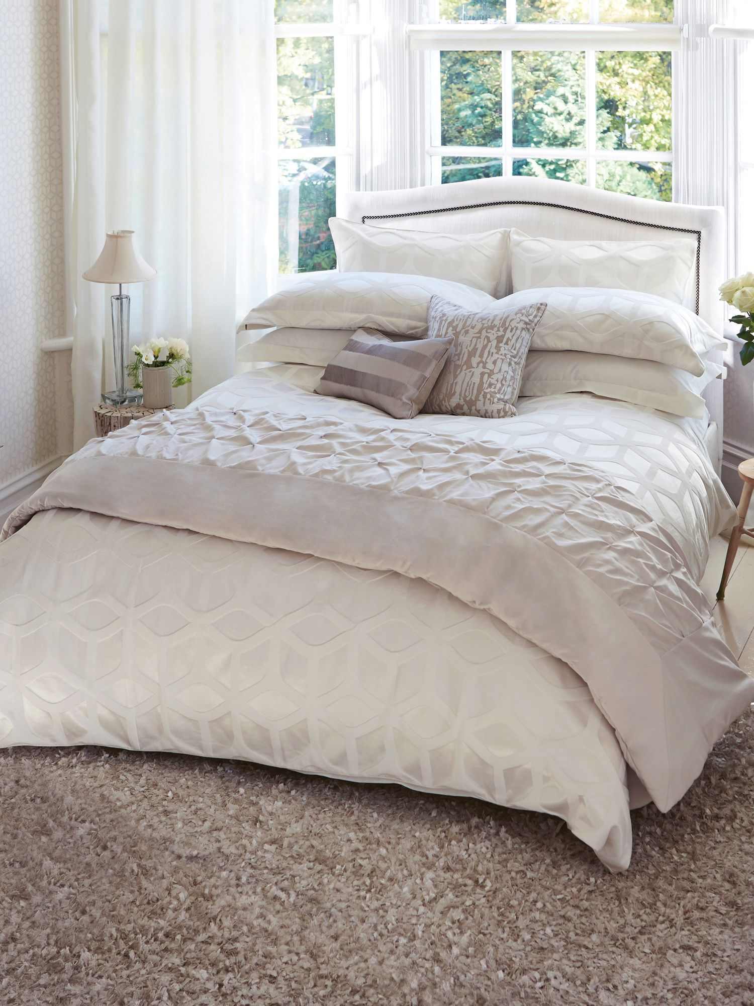 Momentum Collection lattice bed linen