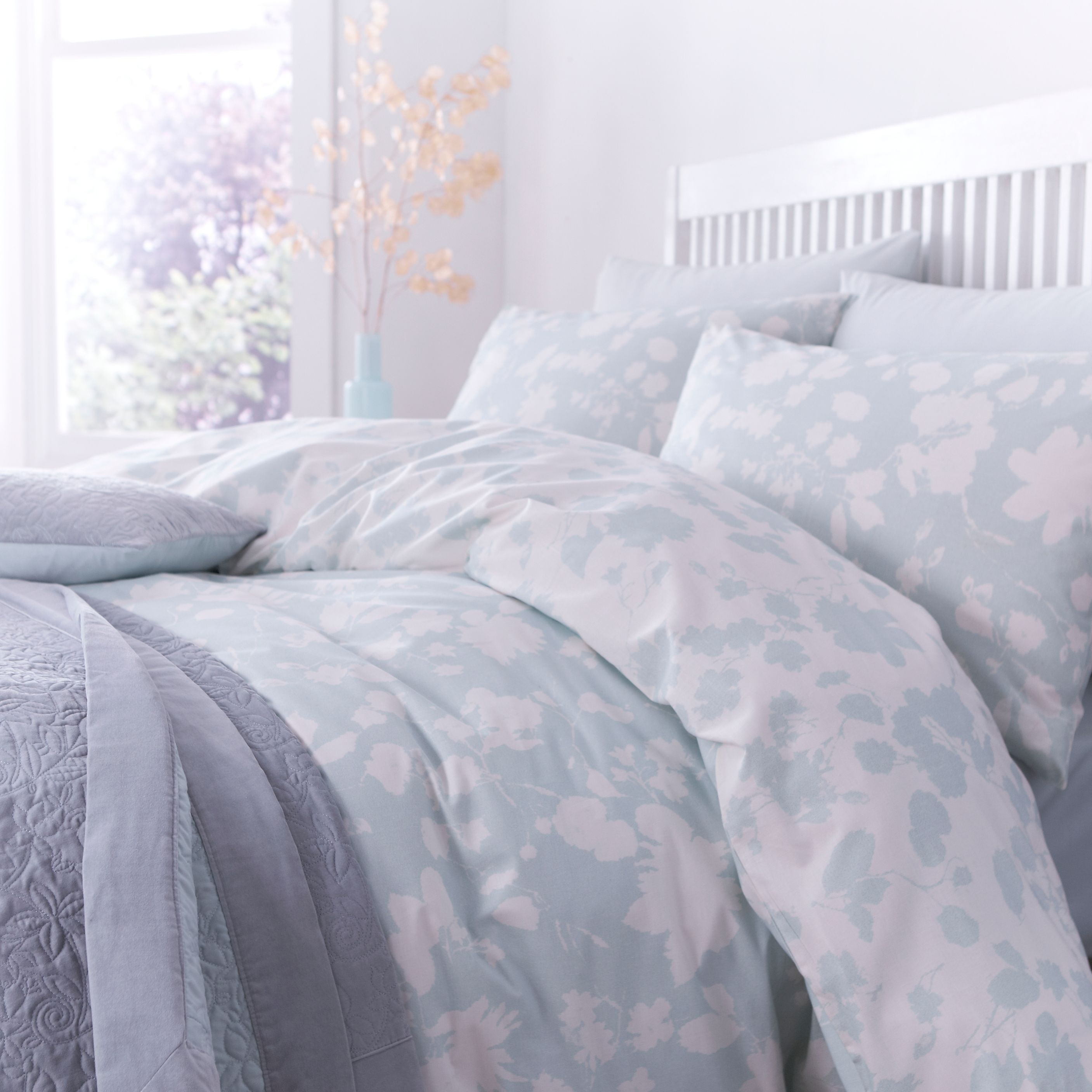 Winter bloom king duvet set
