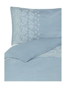 Dickins & Jones May blossom bedding range