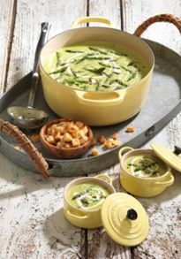 Cast Iron cookware range in Yellow
