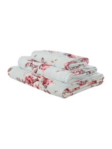 Shabby Chic Manor bath towel range