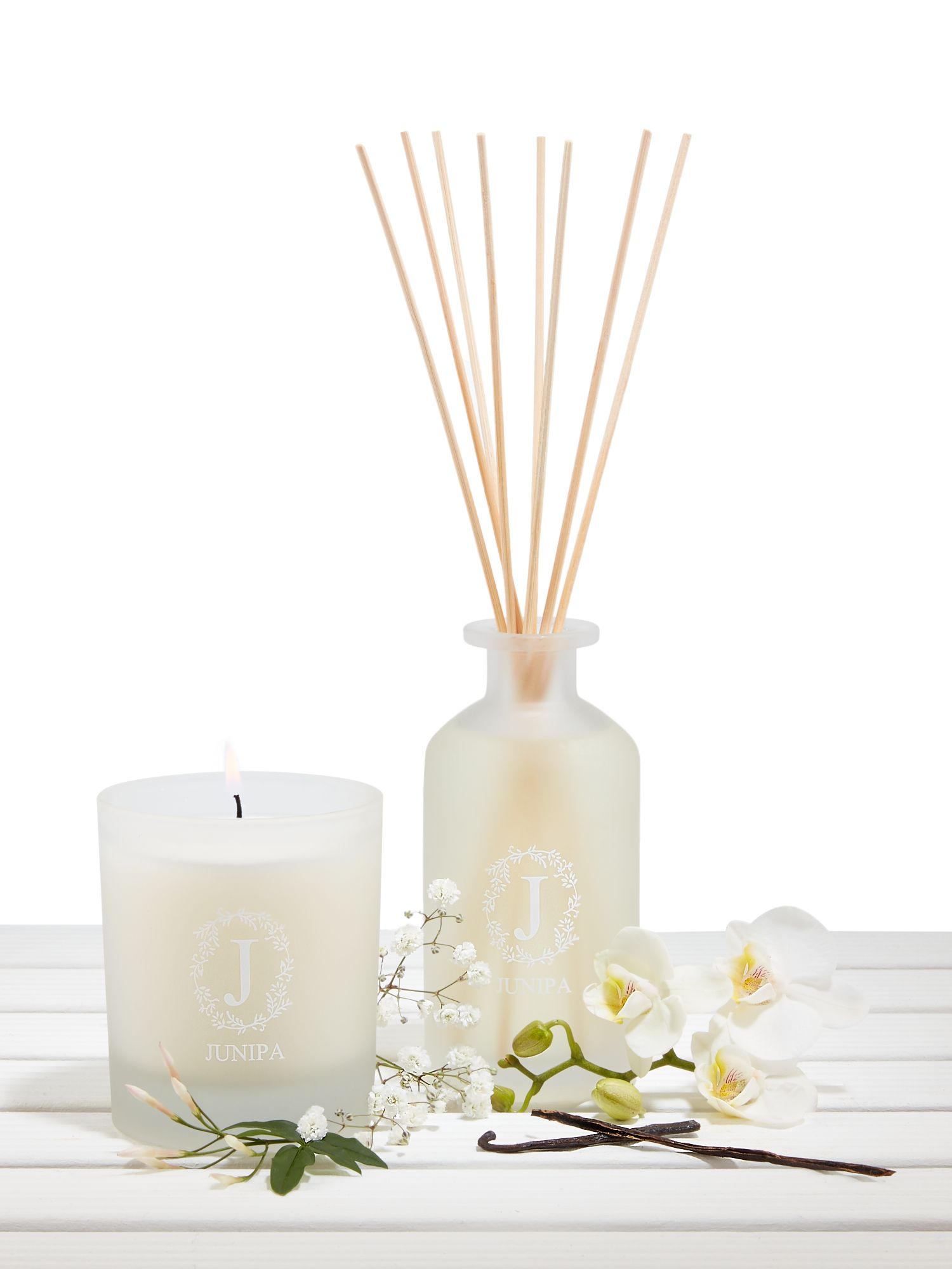 Junipa White tea and orchid blossom candle