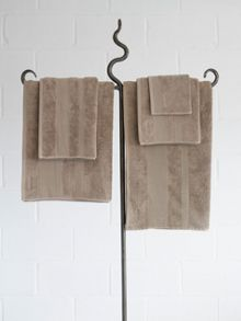 Core bath towels in fawn