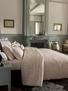Chic ecru bed linen