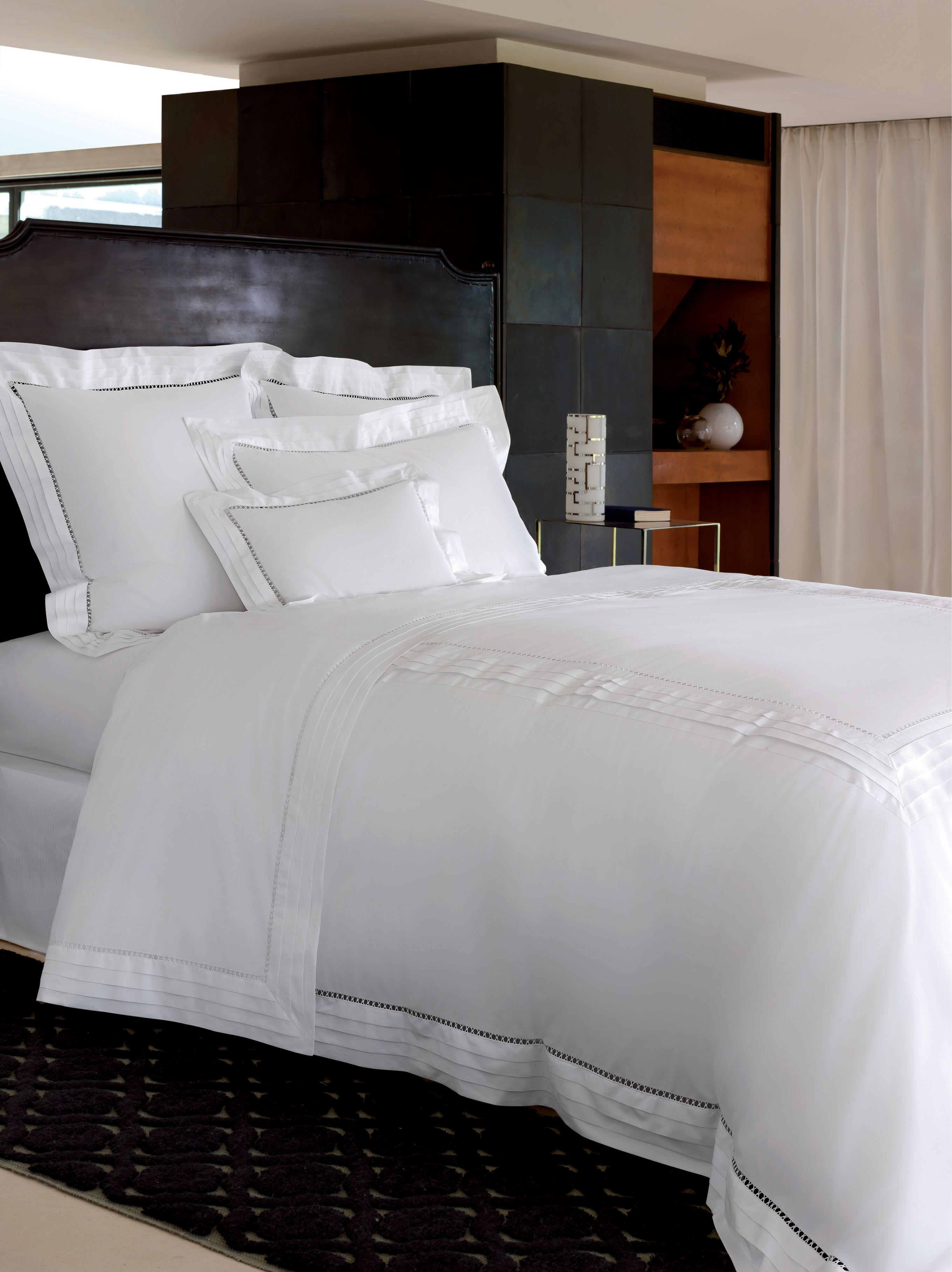 Lattice blanc bed linen