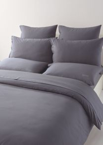 Plain bed linen with logo in dark grey