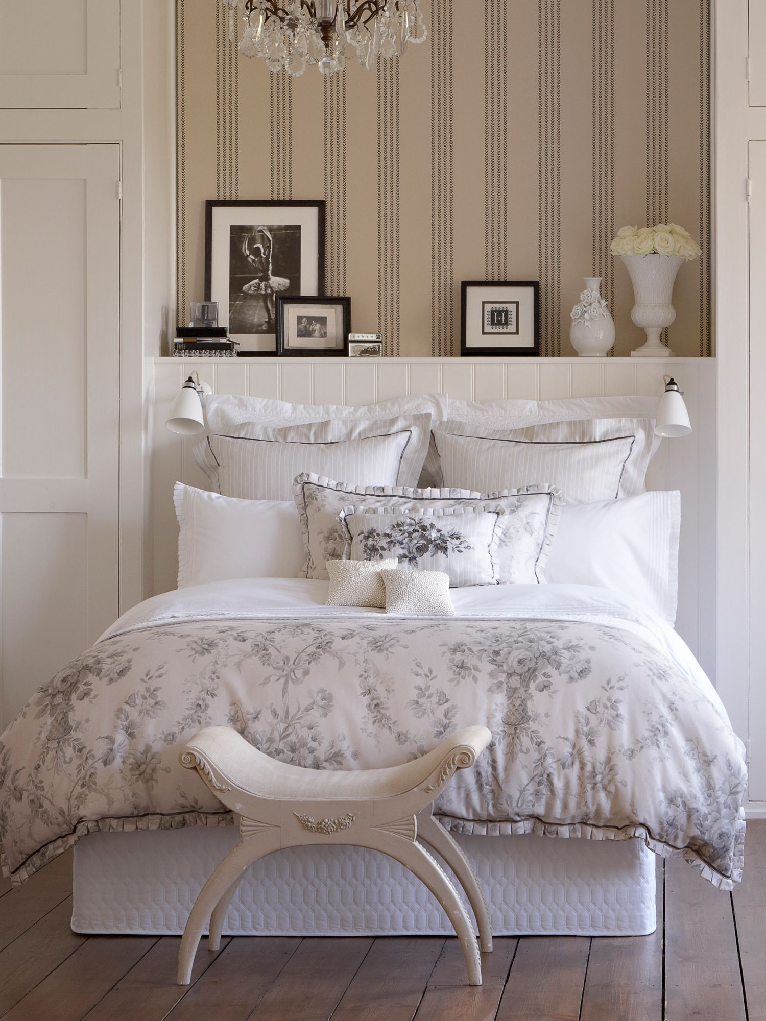 Toile bed linen in linen