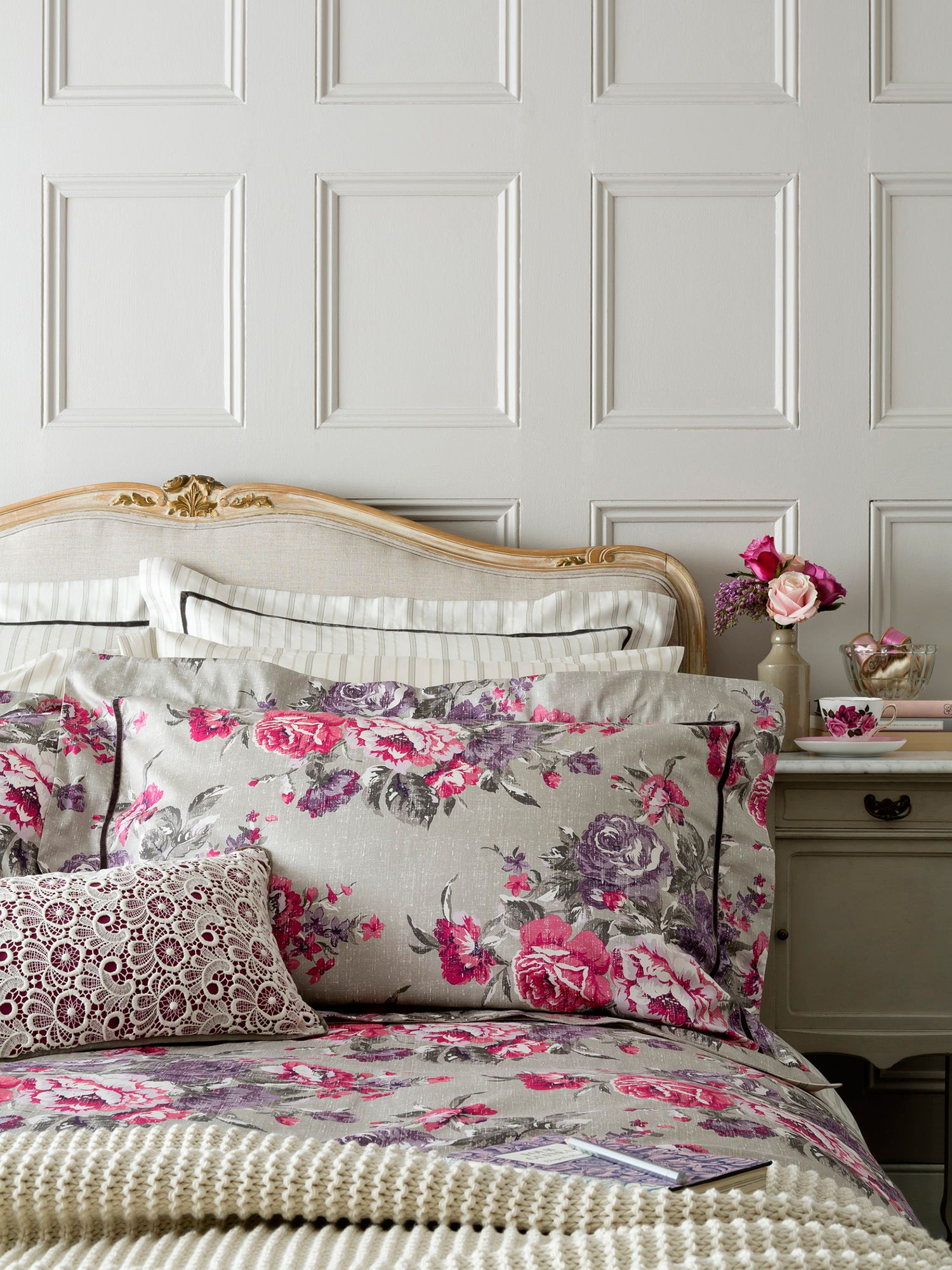 Bloomsbury bed linen in plum
