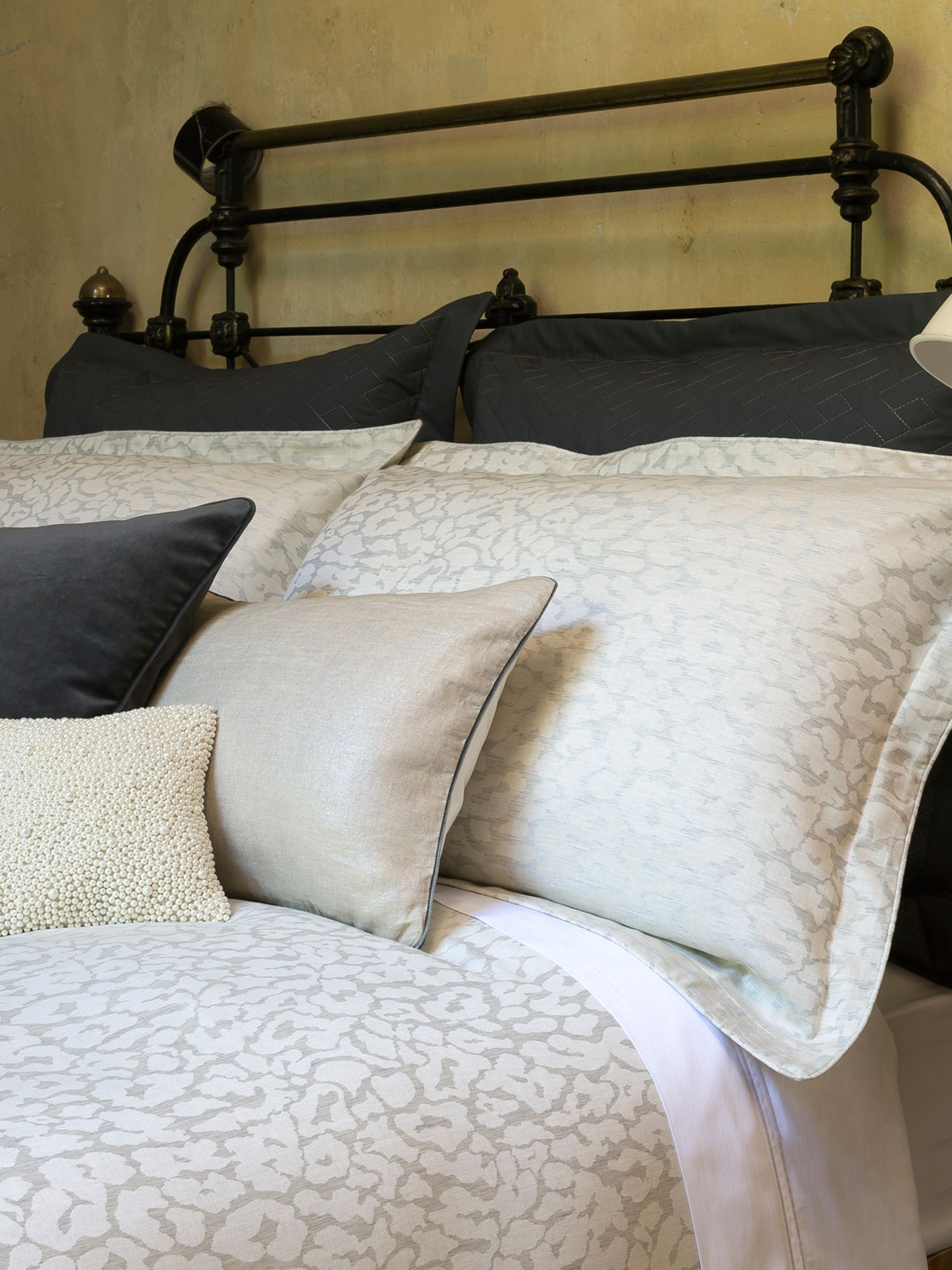 Leopard bed linen in oyster