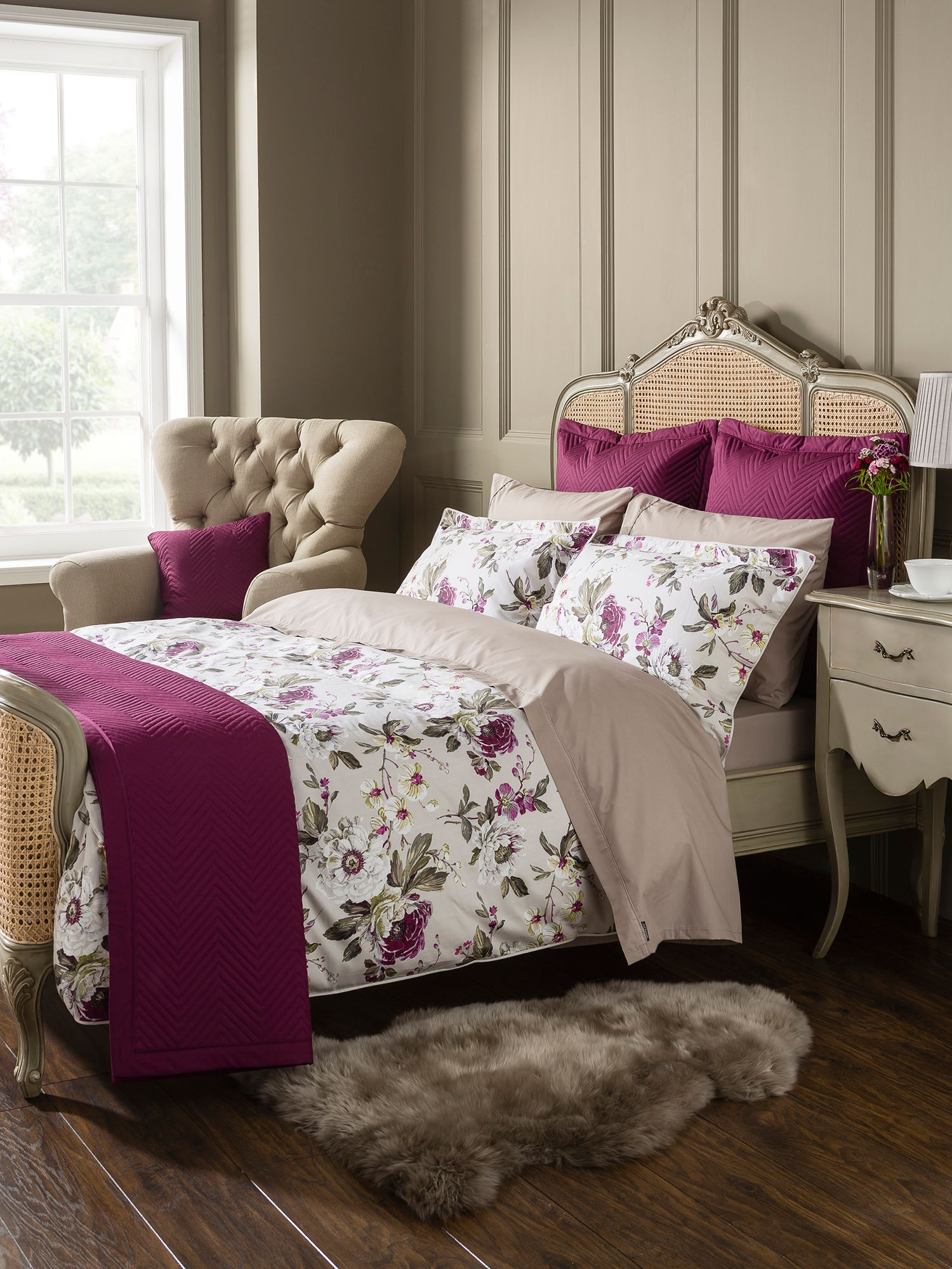 Orchid bed linen in plum
