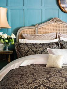 Christy Pascha bedlinen range in bronze