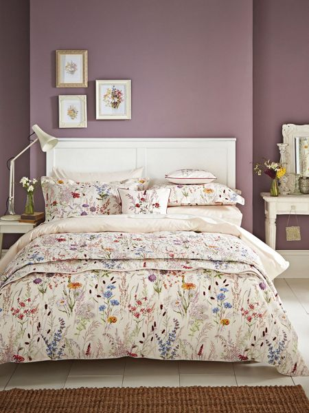 V&A Blythe meadow superking duvet cover set in Multi