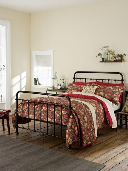 Morris & Co Strawberry thief superking duvet cover crimson