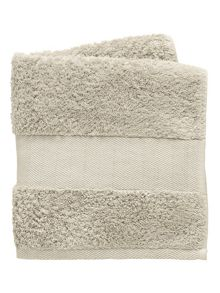 Fable Versailles towel range in silver