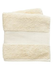 Fable Versailles bath towel range in pearl