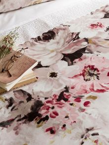 Christy Connie bedding range in Pink