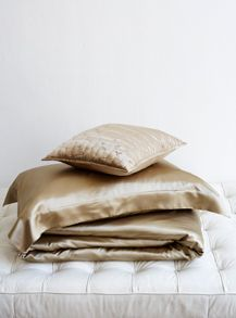 Silk bed linen in taupe