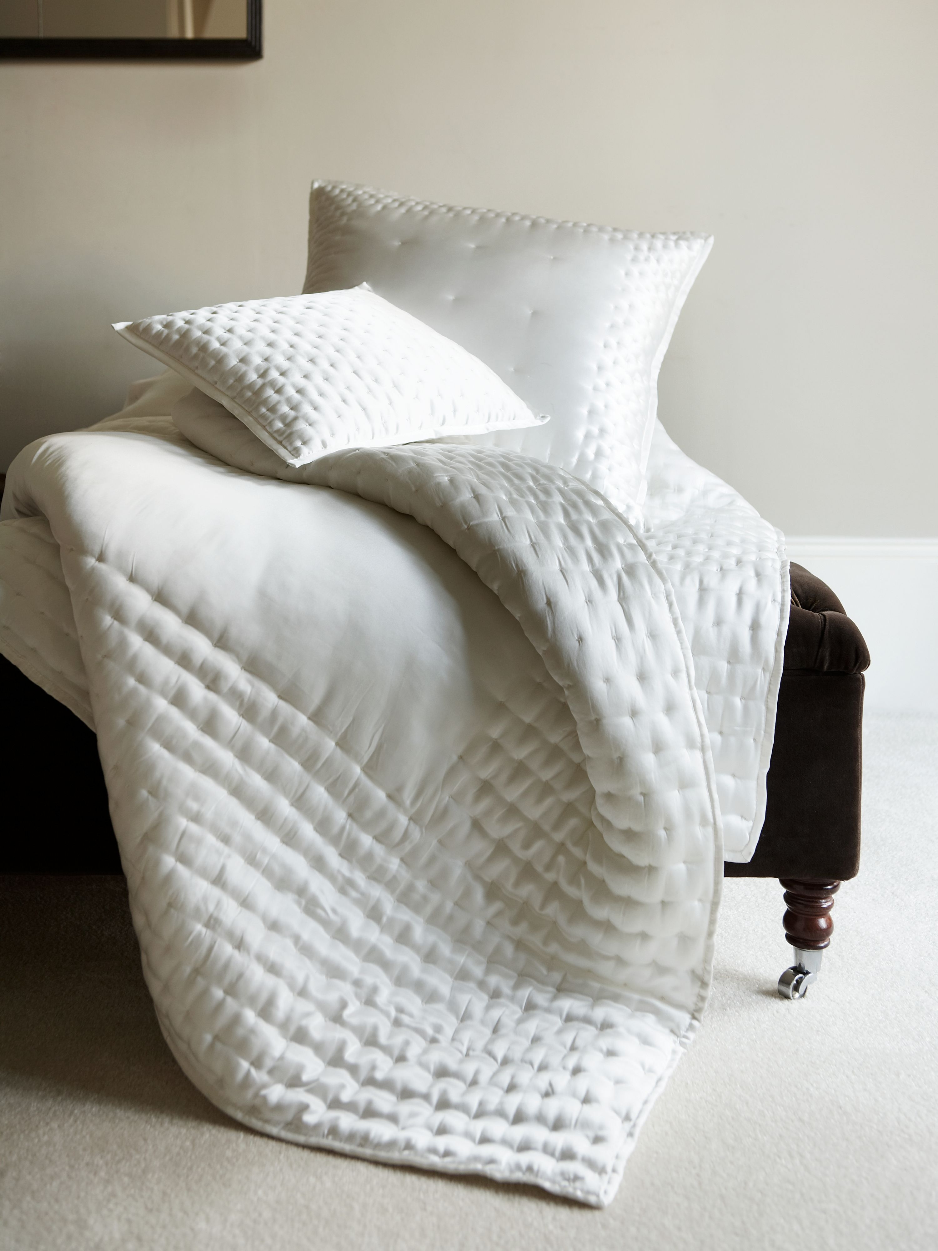 Dimple bedspreads and cushions in ivory