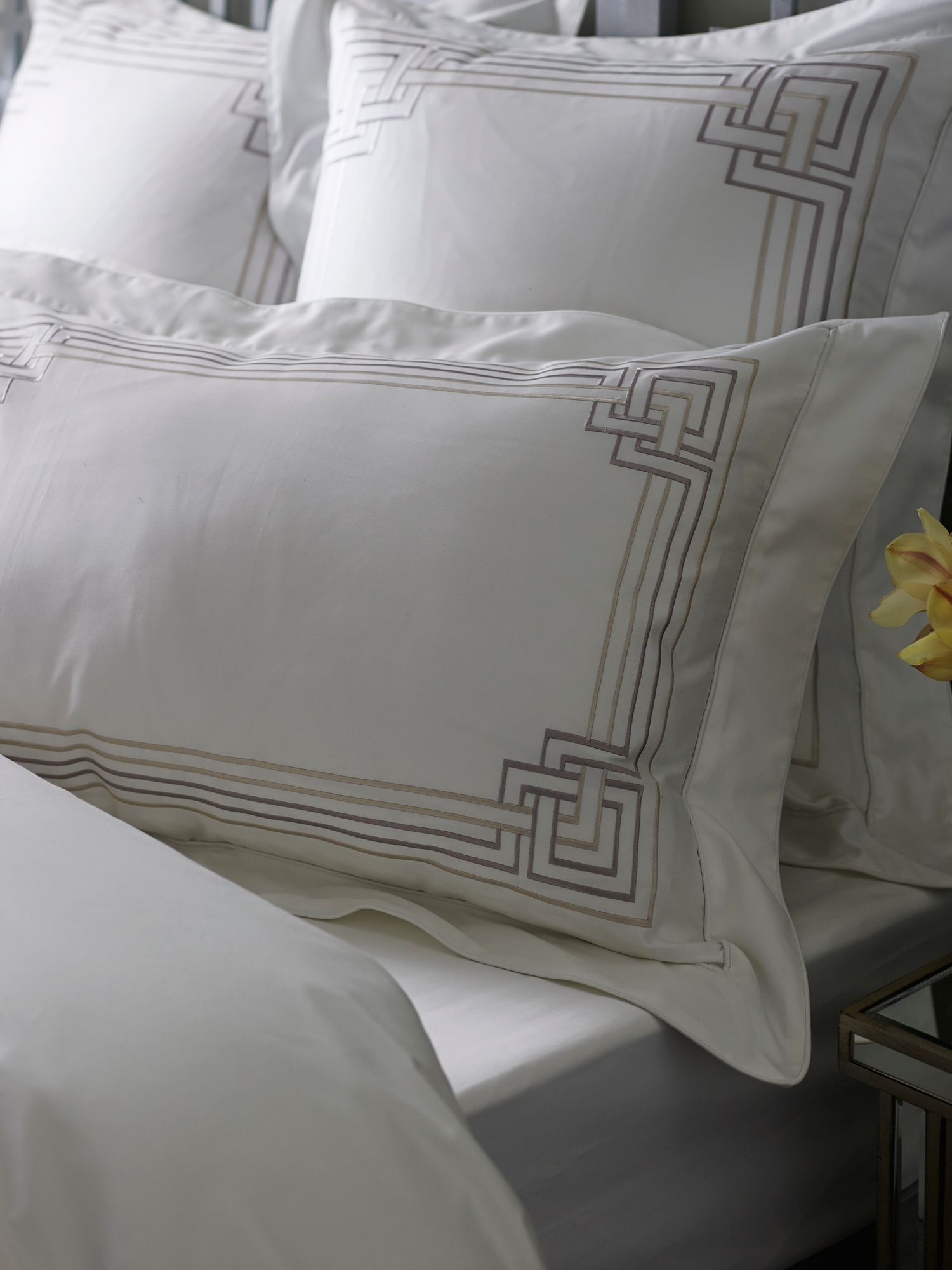Vaughan peat bed linen