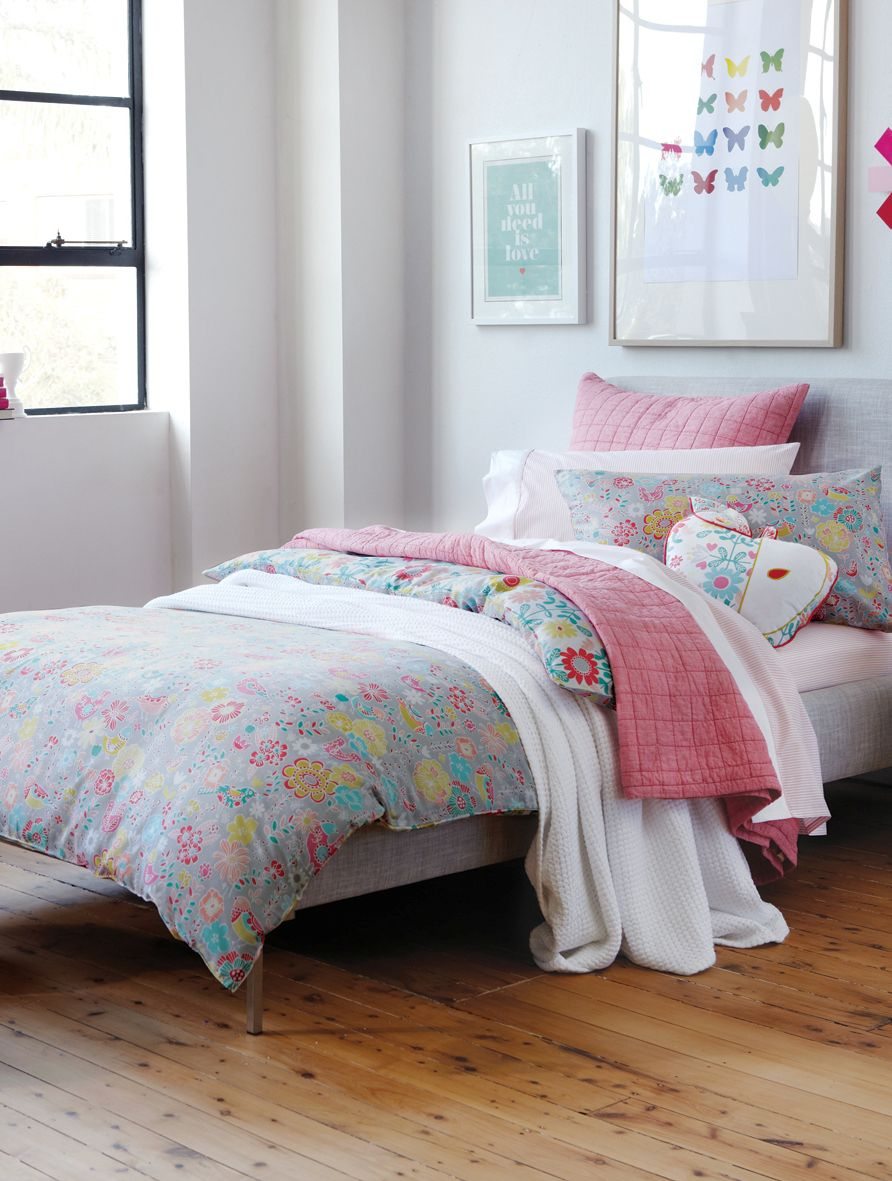 Beth bed linen in coral