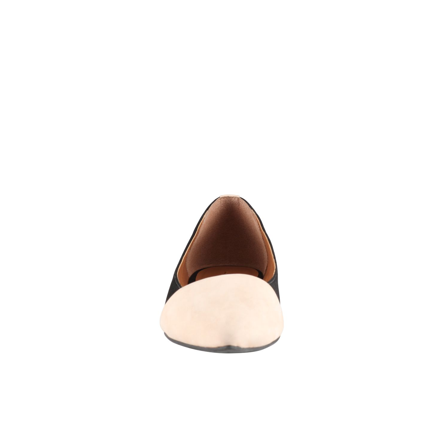 Unissa pointed to pump shoes