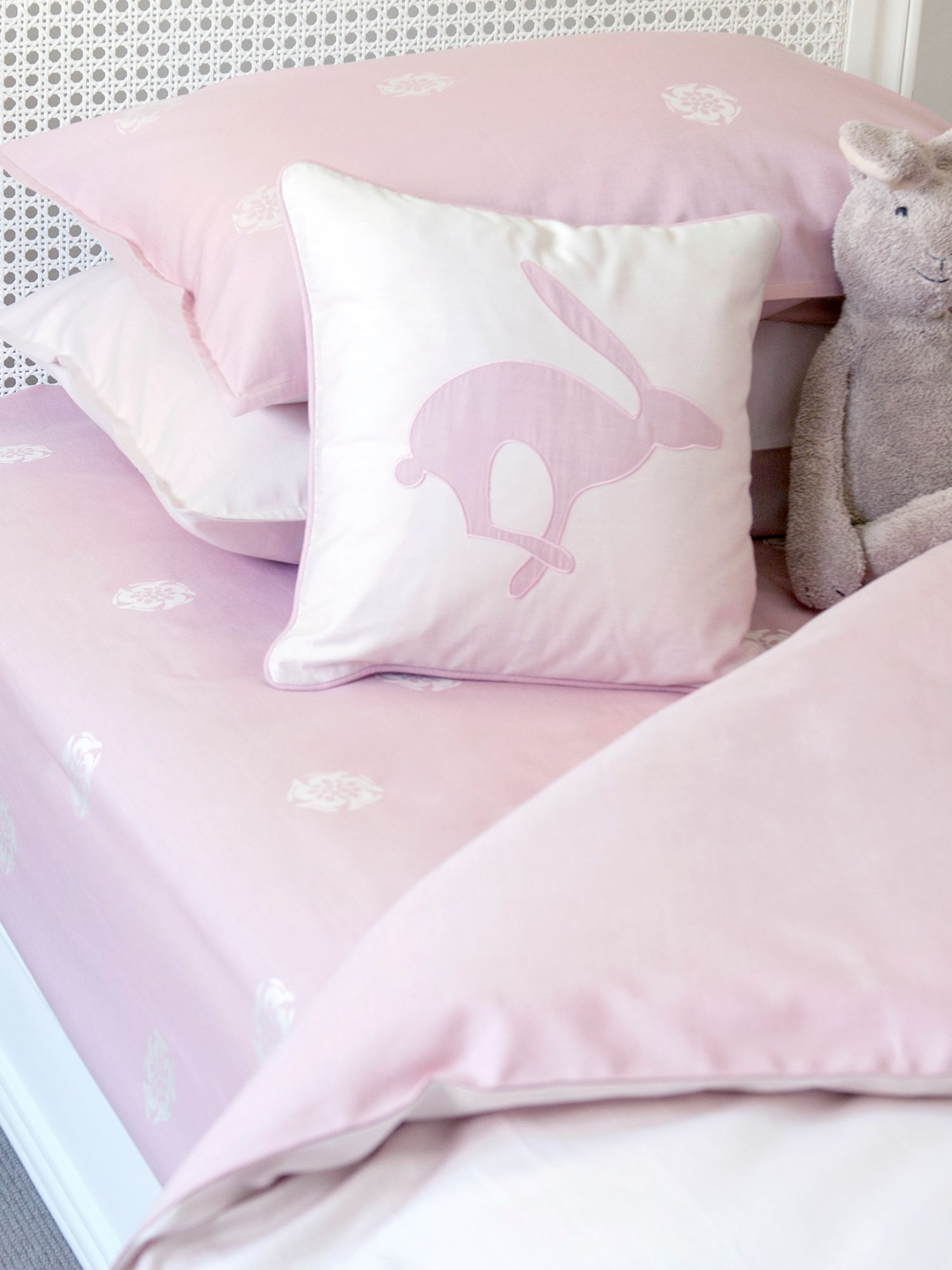 Harriet Hare Harriet Hare Hare Flower fitted sheet