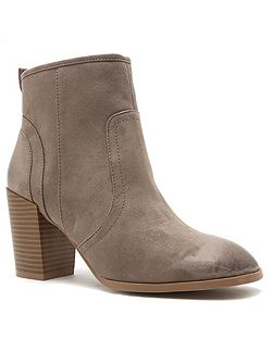Wagon ankle boot