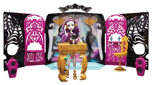 Monster High 13 Wishes Party Lounge and Doll