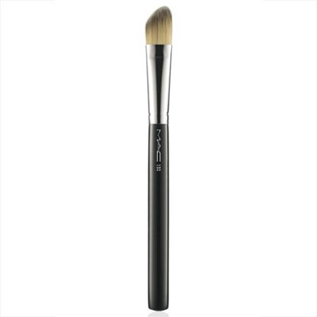 M·A·C 193 Angled Foundation Brush